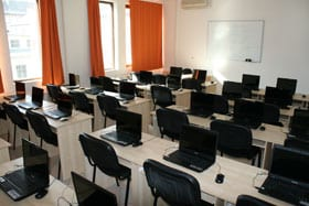 tanfolyamok, szakmai képzések modern eszközökkel