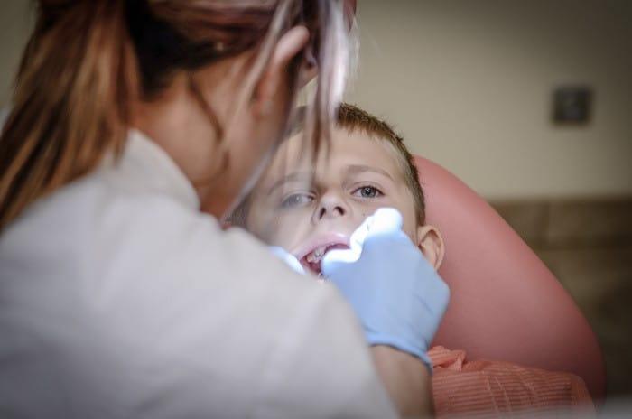 Ha szeretnéd előkészíteni a fogászati kezelésekhez műszereket, anyagokat, eszközöket és segítenél a fogászati eljárásokkal kapcsolatban felvilágosítást nyújtani páciensnek, akkor a Fogászati asszisztens OKJ tanfolyam Neked való!