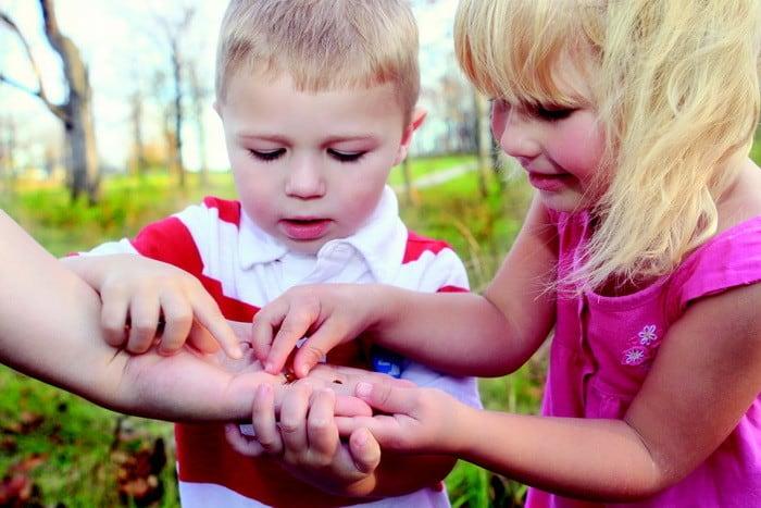 Ha szívesen dolgoznál gyermekek között, akkor válaszd a Pedagógiai és családsegítő munkatárs + AJÁNDÉK Gyermekpszichológiai asszisztens tanfolyamot!