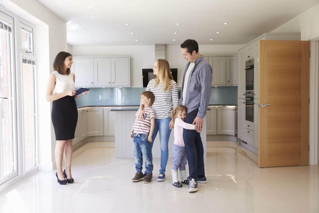 ingatlanközvetítő szabad időbeosztás