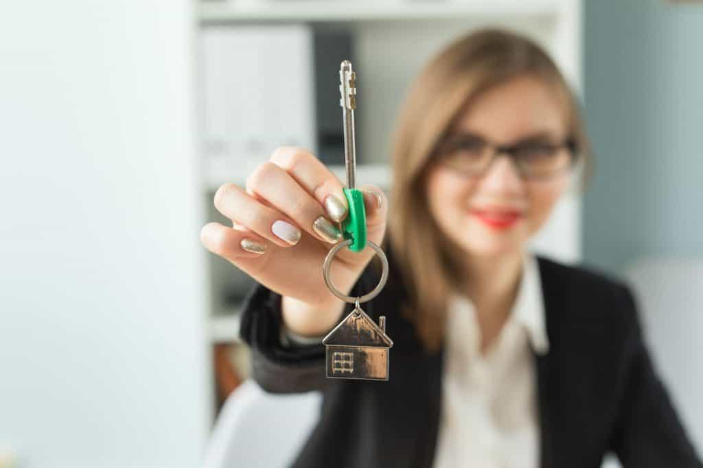 hogyan lehet az ingatlanügynök pénzt keresni