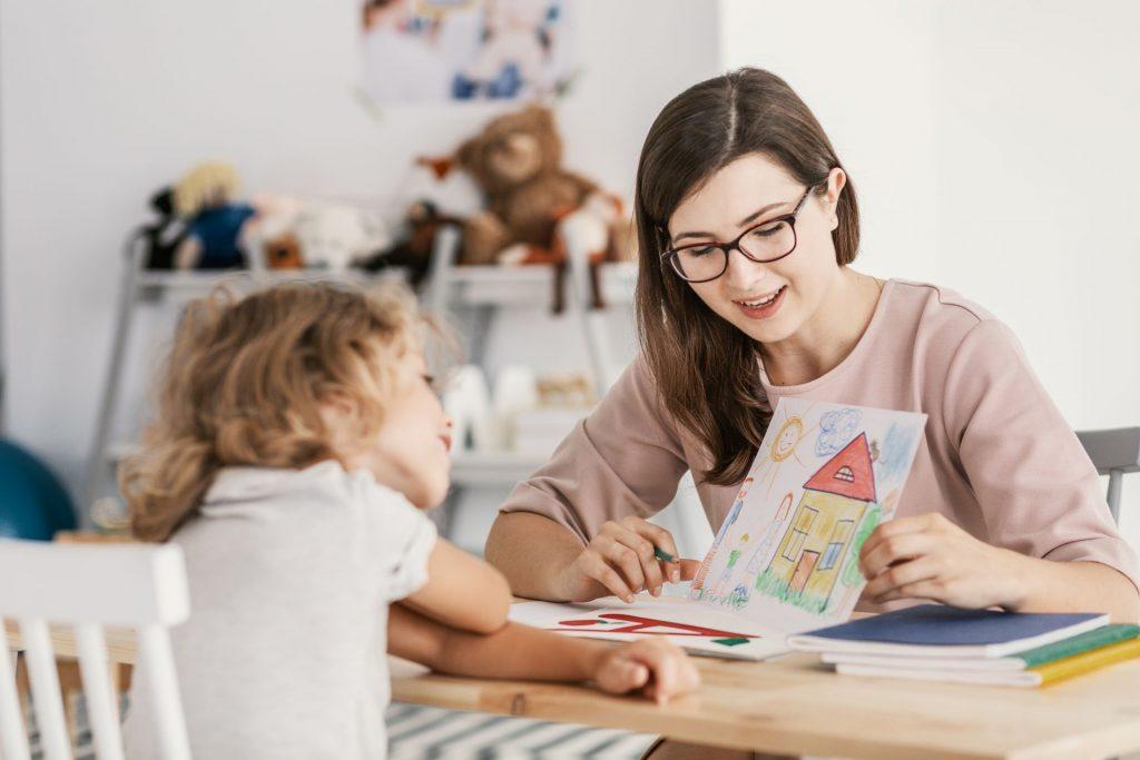 Pedagógiai- és családsegítő érettségi utáni képzés