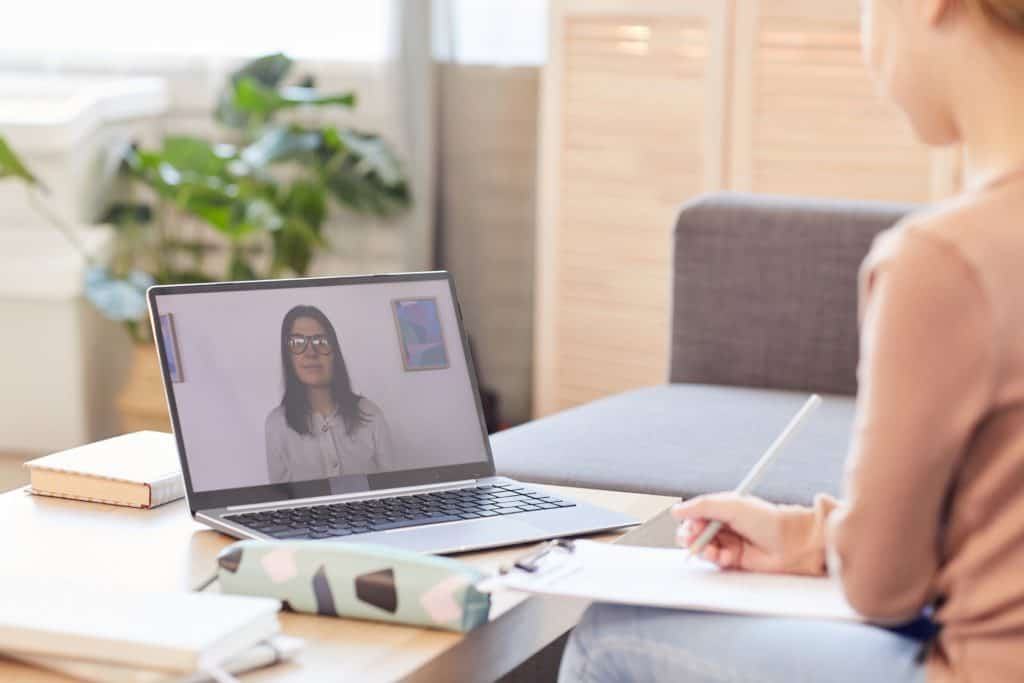online tanfolyam - csak számítógép kell a tanuláshoz
