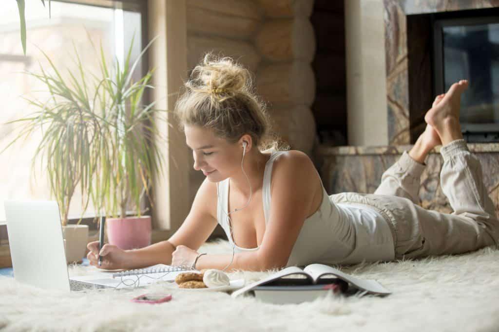 online tanfolyamok otthonról