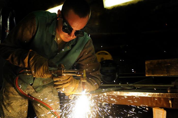 Ha szeretnél a gépiparban dolgozni, akkor a TÜV Minősített hegesztő tanfolyam Neked való!