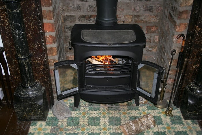 Ha tüzelőberendezést szeretnél tervezni és szívesen készítenél kályhát, kandalló, kemencét, tűzhelyet, akkor a Kályhás OKJ-s tanfolyam Neked való!