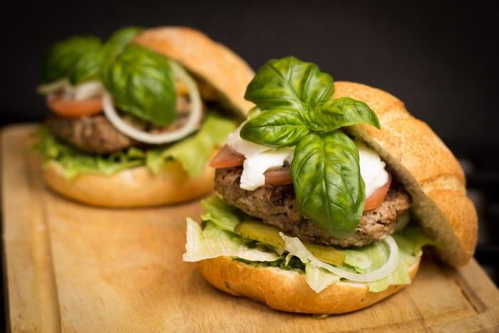 Ha szívesen dolgoznál a vendéglátóiparban, akkor válaszd a békéscsabai Gyorséttermi ételeladó tanfolyamot!