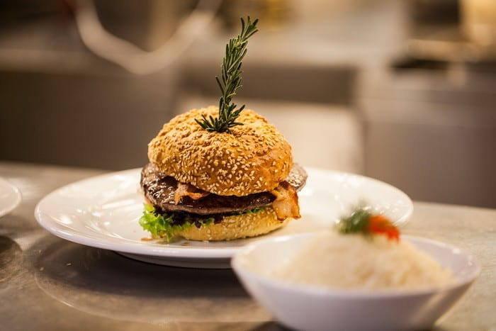 MOST Jelentkezz a békéscsabai OKJ-s Gyorséttermi ételeladó tanfolyamunkra, mert sikeres vizsgázás után segítünk az ÁLLÁSKERESÉSBEN!