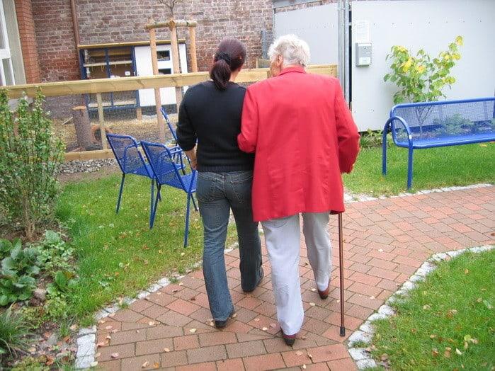 Ha mindig odafigyelően dolgozol és szeretsz embereken segíteni, akkor a Szociális gondozó és ápoló + AJÁNDÉK Rehabilitációs konzulens tanfolyam Neked való!