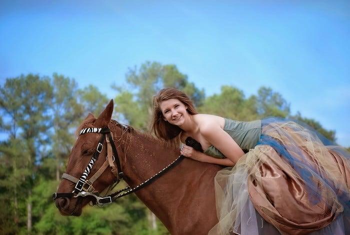 Ha szeretnéd a lovaglás mozgásformáit szakszerűen bemutatni, elemezni, eredményesen oktatni, akkor a Sportoktató (lovaglás) OKJ-s tanfolyam Neked való!