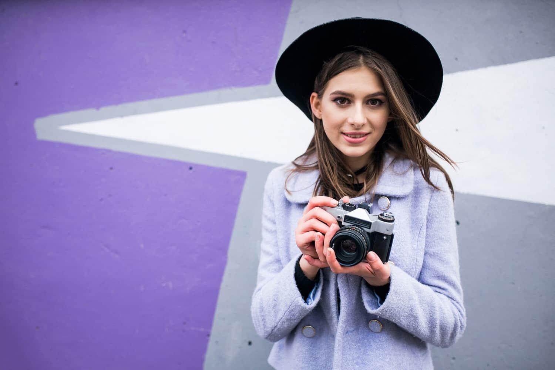 Ha szeretnél fénykép-, és videofelvételeket készíteni, utómunkálatokat végezni, akkor válaszd a Fotográfus és fotótermék-kereskedő OKJ-s tanfolyamot!