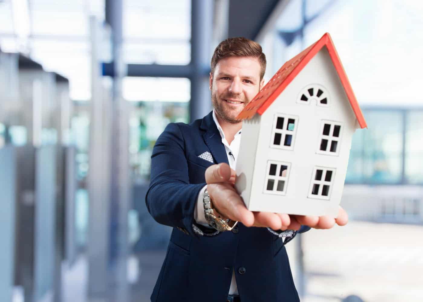 Ha érdekel az ingatlanbefektetés, akkor jelentkezz a Győrben induló Ingatlanvagyon-értékelő és -közvetítő OKJ-s tanfolyamunkra!
